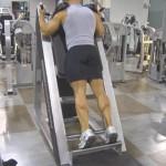 Тренировка мышц голени в тренажере для Гакк приседаний