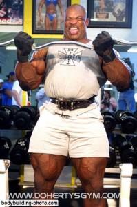 Ронни Колеман тренировка бицепсов с EZ W штангой Ronnie Coleman