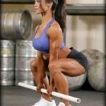 Гибкие мышцы низа спины и задней поверхности бедер в приседаниях