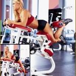 Тренировка задней поверхности бедер для женщин Сгибание ноги лежа в тренажере Женский бодибилдинг