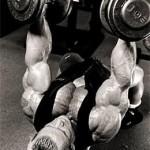 Ли Прист Lee Priest Тренировка груди Разведение рук на горизонтальной скамье с гантелями