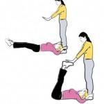 Упражнение на пресс Подъемы ног с партнером
