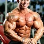 Бодибилдер Ли Прист Lee Priest в соревновательной форме, то есть после сушки мышц