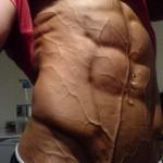 Такого рельефного пресса не добиться без сушки мышц кардиотренировок и безуглеводных диет