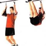 Тренировка мышц пресса, подъемы ног в висе