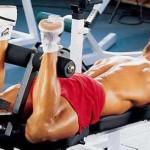 Сгибание ног лежа, тренировка мышц задней поверхности бедер и ягодиц
