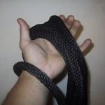 Подтягивание на одной руке с веревкой