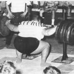 Paul Anderson Пол Андерсон, частичный с весом в 900 кг, обычный присед 544,5 кг без экипы
