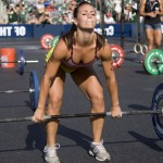Кроссфит, мускулистая девушка, становая тяга