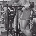 Арнольд Шварценеггер, отжимания на брусьях с отягощением, отличное упражнение для грудных мышц и трицепсов