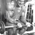Сгибания запястий со штангой, тренировка мышц предплечий, бодибилдинг, сильный хват