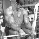 Разгибания запястий со штангой, упражнение для мышц предплечий, бодибилдинг