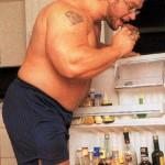 Ли Прист в межсезонье, обжираловка у холодильника