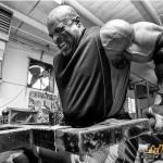 Ронни Колеман, отжимания на брусьях с отягощением, тренировка нижней части грудных мышц, бодибилдинг