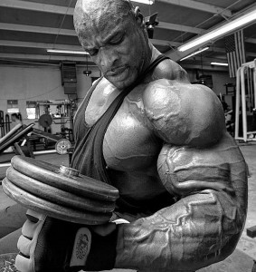 Ронни Колеман, подъемы гантелейна бицепс, упражнение молоток, бодибилдинг