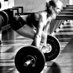 Гибкие мышцы спины и бедер помогают сохранять естественный прогиб в спине при становой тяге, что помогает избежать травм