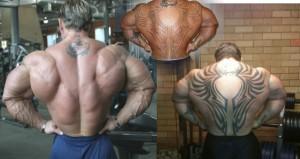 Бодибилдер Ли Прист, татуировки на спине