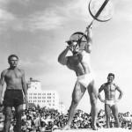 Джордж Эйферман, знаменитый бодибилдинг золотой эры, подъем штанги одной рукой