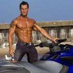 Бодибилдер Шон ройер 40 лет, катание на водном мотоцикле, пресс